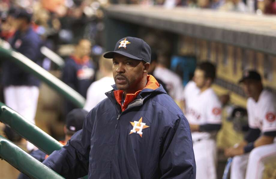 Astros manager Bo Porter watches from the dugout during the 8th inning. Photo: Melissa Phillip, Houston Chronicle