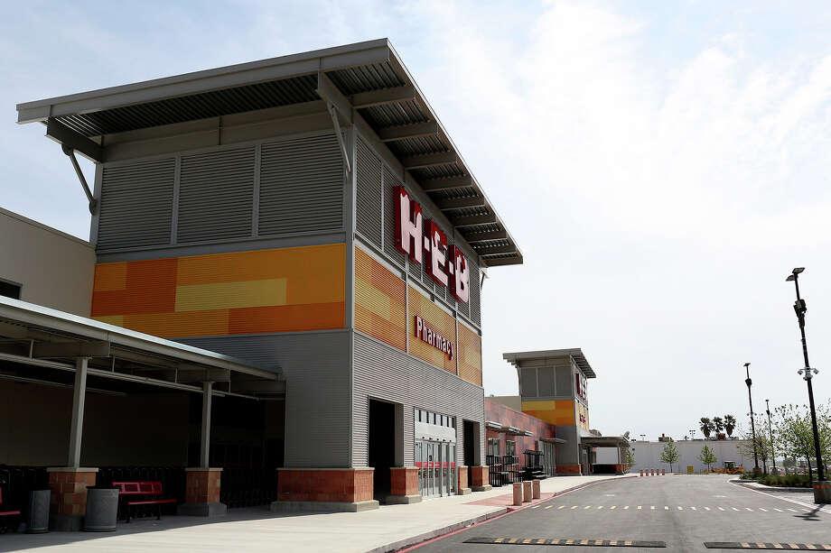 The new H-E-B on Valley Hi Drive in San Antonio on Wednesday, April 16, 2014. Photo: Lisa Krantz, SAN ANTONIO EXPRESS-NEWS / SAN ANTONIO EXPRESS-NEWS
