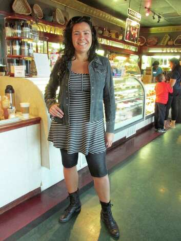 Anna Teixeira, 36