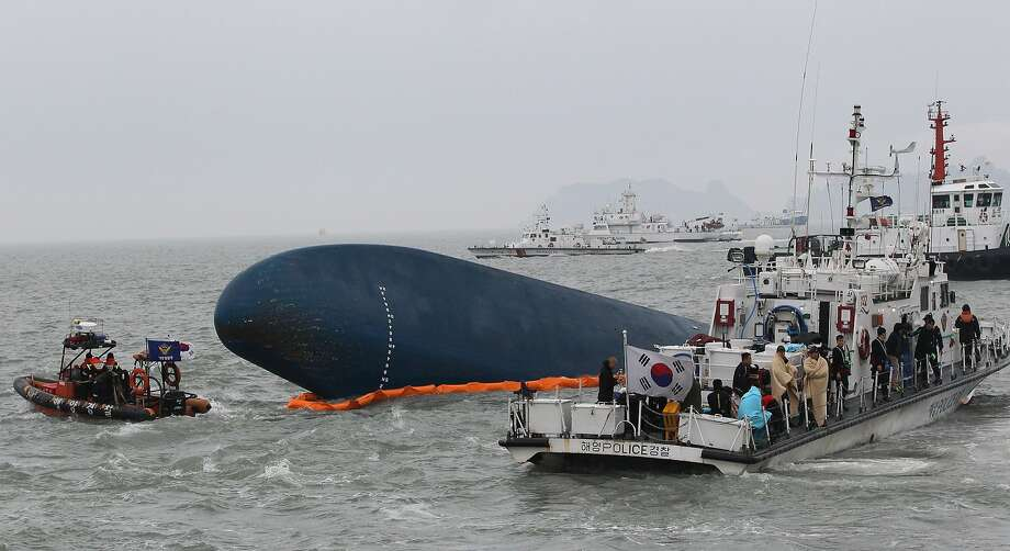 The coast guard searches for missing passengers in waters off the southern coast of South Korea. Photo: Ahn Young-joon, Associated Press