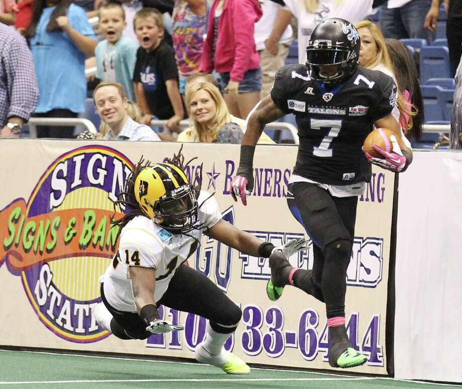 Talon's D. J. Stephens (07) runs away from Pittsburgh's Al Phillips (14) in the second half at the Alamodome on Friday, Apr. 4, 2014. Photo: Kin Man Hui, San Antonio Express-News / ©2014 San Antonio Express-News