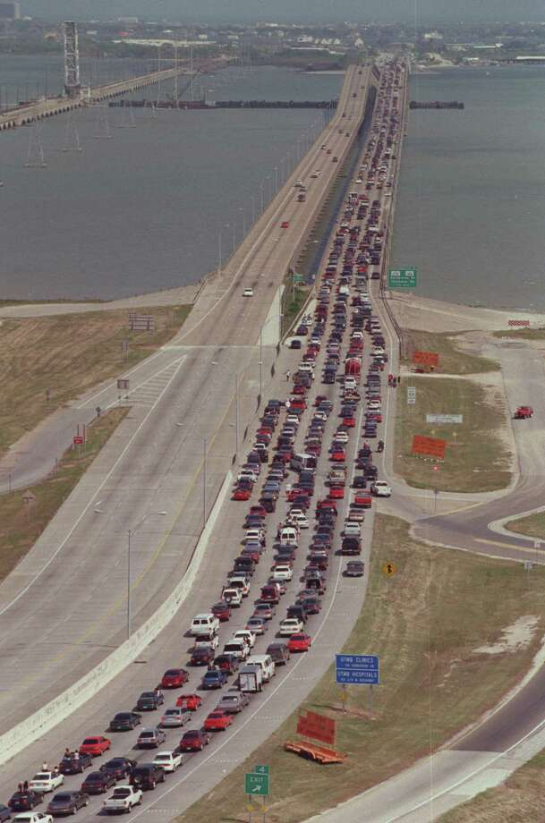 Traffic proceeds south on Interstate 45 into Galveston for the opening day of Beach Party Weekend 2000 Saturday April 15, 2000.  Photo: Andrew Innerarity, Houston Chronicle / Houston Chronicle