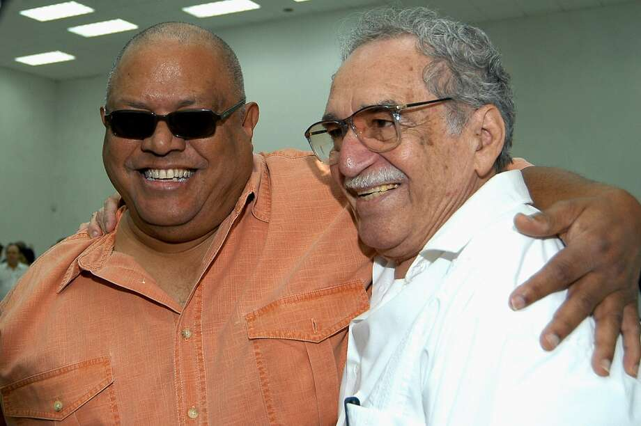 In this March 9, 2007 file photo made available by the Cuba's National Information Agency (AIN), Colombian Nobel laureate Gabriel Garcia Marquez, right, stands with Cuban singer Pablo Milanes in Havana, Cuba. Photo: Omara Garcia, Associated Press