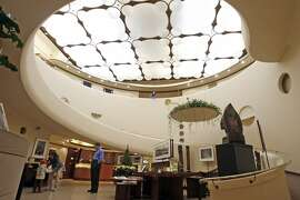 streetdate21_0063_cs.jpg Xanadu Gallery, designed by Frank Lloyd Wright, at 140 Maiden Lane, San Francisco for the Ninety-Six Hours Streetdate feature. Chris Stewart / The Chronicle  Ran on: 12-21-2006 San Francisco's Maiden Lane boasts an array of art galleries, bridal salons and outdoor bistros, top. Check out the Xanadu Gallery, above, an international folk art gallery housed in a building designed by Frank Lloyd Wright. ALSO Ran on: 04-17-2007 San Francisco chapter  of the American Institute  of Architects' favorite buildings, clockwise from top left: Palace of Fine Arts, Russell House, Transamerica Pyramid, Hallidie Building, Conservatory of Flowers, Grace Cathedral, Palace Hotel.  Ran on: 07-27-2011 Xanadu Gallery, designed by Frank Lloyd Wright, was built in 1949. Its interior circle ramp was a test for New York's Guggenheim Museum, built 10 years later. Ran on: 07-27-2011 Xanadu Gallery, designed by Frank Lloyd Wright, was built in 1949. Its interior circle ramp was a test for New York's Guggenheim Museum, built 10 years later.