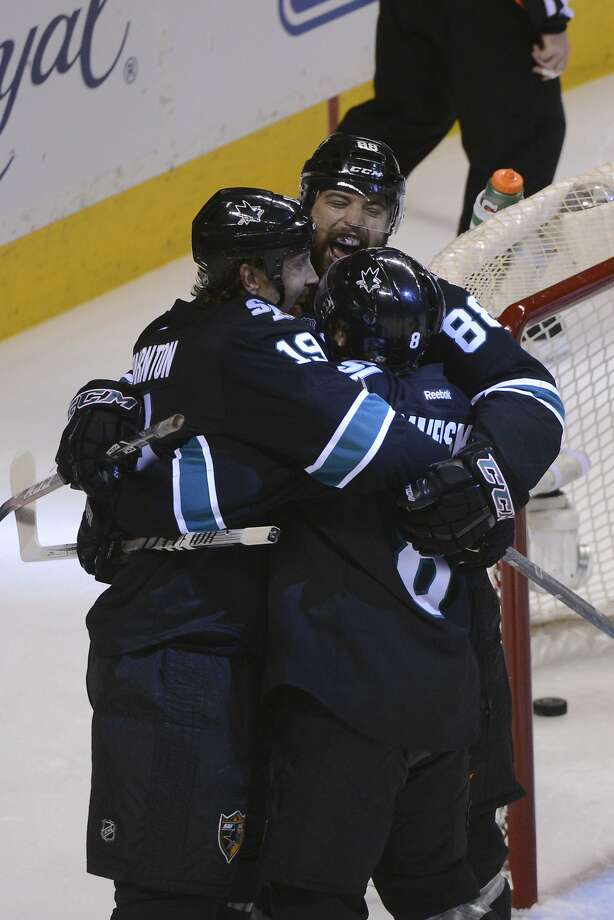Joe Thornton (19) is congratulated after scoring a first-period goal. Photo: Kyle Terada, Reuters