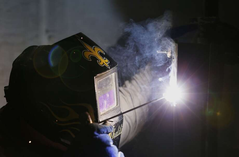 Student Austin Khalili demonstrates welding during a class at San Jacinto College in Pasadena, Texas. Photo: Aaron M. Sprecher, Bloomberg