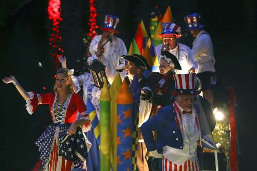 """FOR METRO - The Family Service Association float with the theme """"4th of July"""" passes through the Arneson River Theatre during the Texas Cavaliers River Parade Monday April 21, 2008. (PHOTO BY EDWARD A. ORNELAS/STAFF) Photo: Edward A. Ornelas, Express-News"""