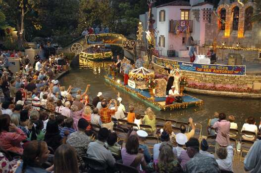 The Order of the Alamo float passes the crowd at the Arneson River Theater Monday April 23, 2007, during the 2007 Texas Cavaliers River Parade. GLORIA FERNIZ/STAFF Photo: Express-News, File