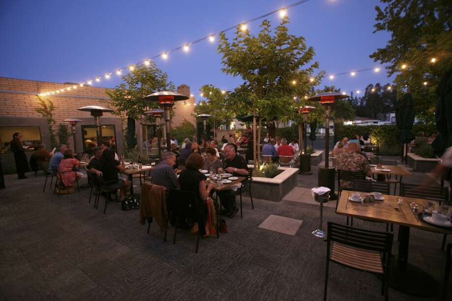 Metro Lafayette: One of the top outdoor dining areas in the East Bay, too. (Available times: 1:00, 1:45) Photo: Kim Komenich, The Chronicle