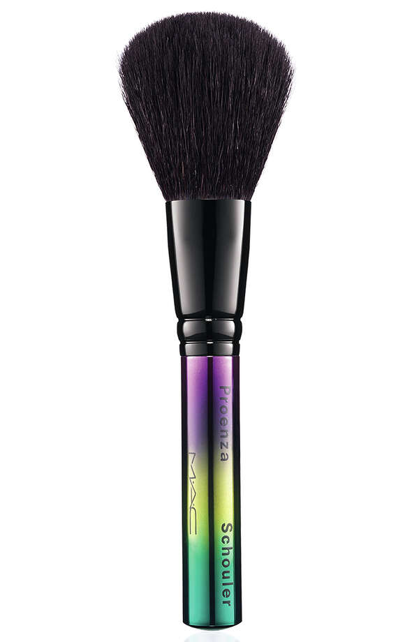 Powder/blush brush Photo: MAC / MAC