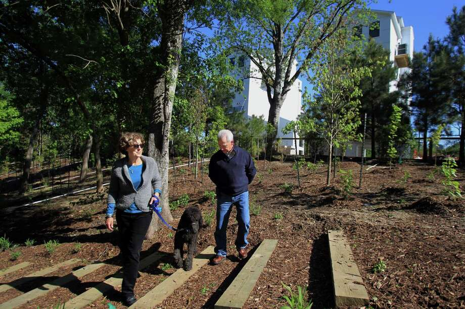 Becky Houston and Pat Rutledge, members of Friends of Woodland Park, head through the renovated area of the park. Photo: Mayra Beltran, Staff / © 2014 Houston Chronicle