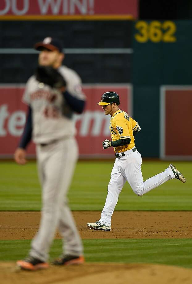 Josh Reddick circles the bases after his homer off Astros pitcher Jarred Cosart. Photo: Thearon W. Henderson, Getty Images
