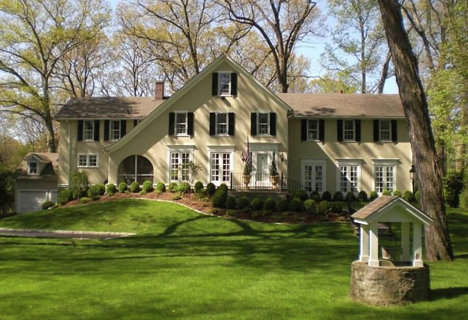 The property at 1123 Round Hill Road was recently sold for $1,200,000. Photo: Contributed Photo / Fairfield Citizen