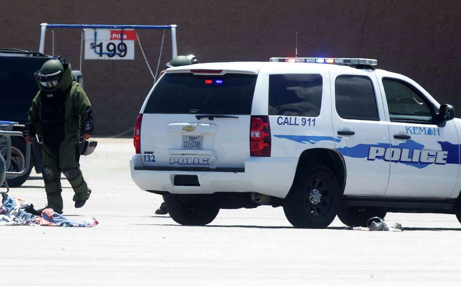 Police investigate a bomb threat at the Wal-Mart on Saturday, April 19, 2014, in Kemah. Photo: J. Patric Schneider, For The Chronicle / © 2014 Houston Chronicle
