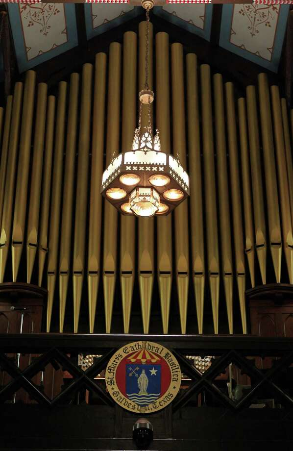 Pipe organ at St. Mary Cathedral Basilica which will reopen Easter Sunday on April 17, 2014, in Galveston, Tx. Photo: Mayra Beltran, Houston Chronicle / © 2014 Houston Chronicle