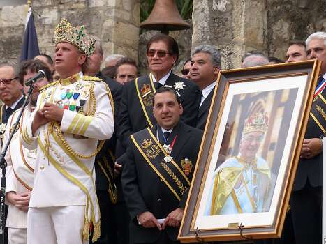 Rey Feo LXVI Jimmy Green speaks during his crowning ceremony at the Arneson River Theatre on Saturday, April 19, 2014. A portrait of Larry Benson Sr.,his predecessor, who died last October, is placed nearby. Photo: Billy Calzada, San Antonio Express-News /  San Antonio Express-News