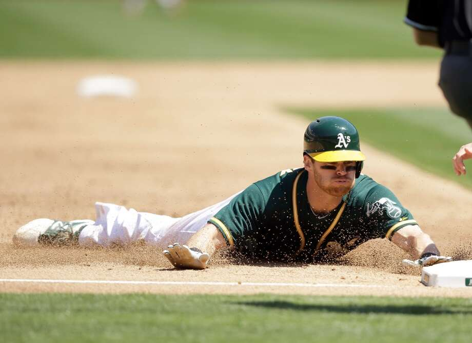Craig Gentry #3 of the Athletics steals third base. Photo: Ezra Shaw, Getty Images