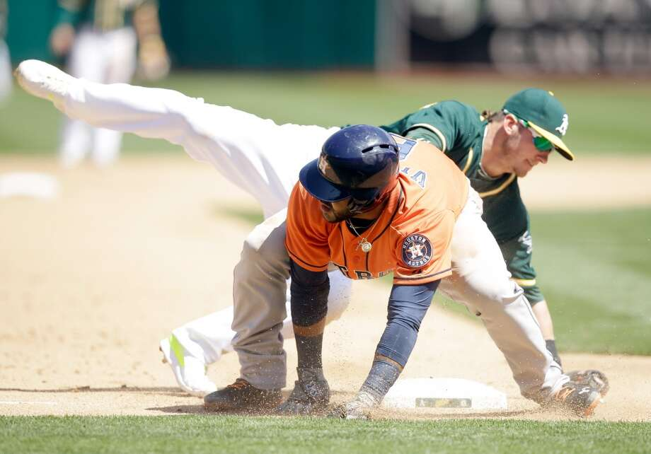 Jonathan Villar #6 of the Astros steals third base. Photo: Ezra Shaw, Getty Images