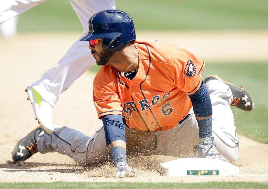 Jonathan Villar #6 of the Astros steals third base. Photo: Ezra Shaw, Getty Images