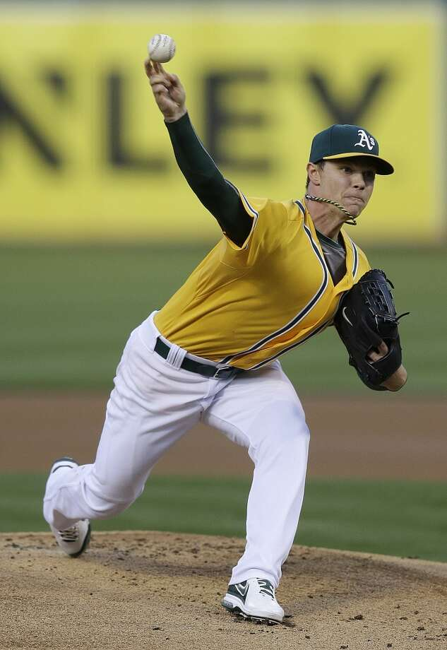 Sonny Gray works against the Astros. Photo: Ben Margot, Associated Press