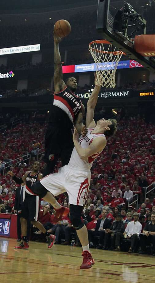 Trail Blazers forward Thomas Robinson left, misses a slam dunk over Rockets center Omer Asik. Photo: James Nielsen, Houston Chronicle