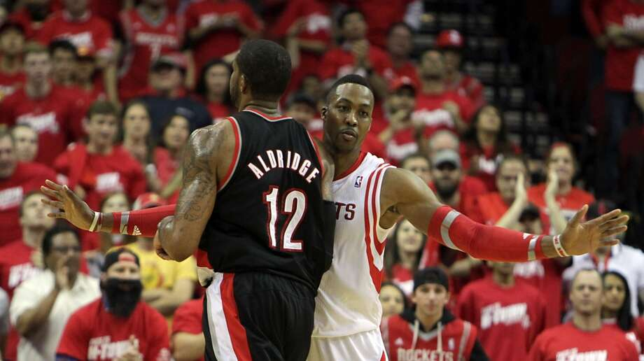Trail Blazers forward LaMarcus Aldridge left, and Rockets center Dwight Howard. Photo: James Nielsen, Houston Chronicle