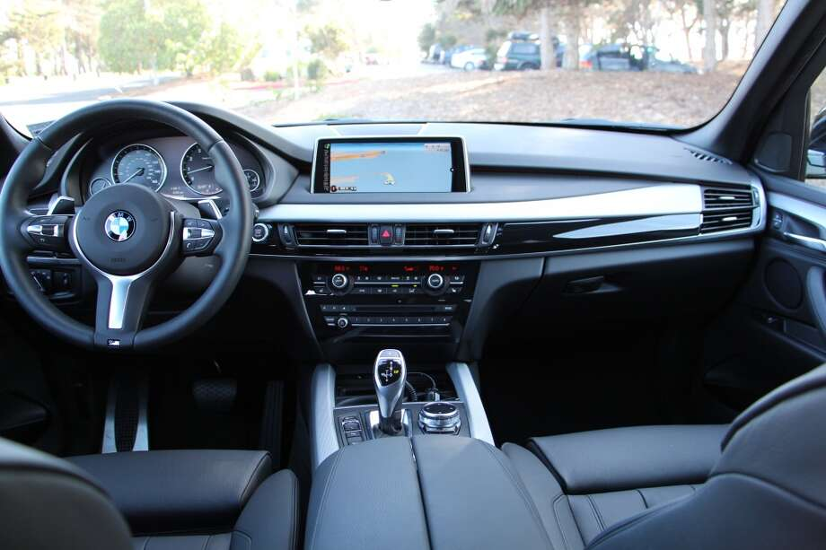 The X5's dashboard is fairly straightforward and the center stack is dominated by the navigation and general information screen.
