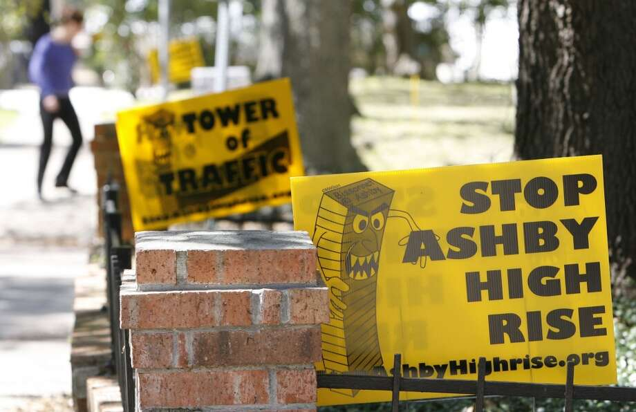 Sign against the proposed Ashby High-rise development is shown along Bissonnett Boulevard near Ashby  Tuesday, March 4, 2008, in Houston. ( James Nielsen / Chronicle ) Photo: James Nielsen, Houston Chronicle