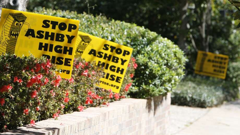 Sign against the proposed Ashby High-rise development along Bissonnett Boulevard near Ashby  Tuesday, March 4, 2008, in Houston. ( James Nielsen / Chronicle ) Photo: James Nielsen, Houston Chronicle