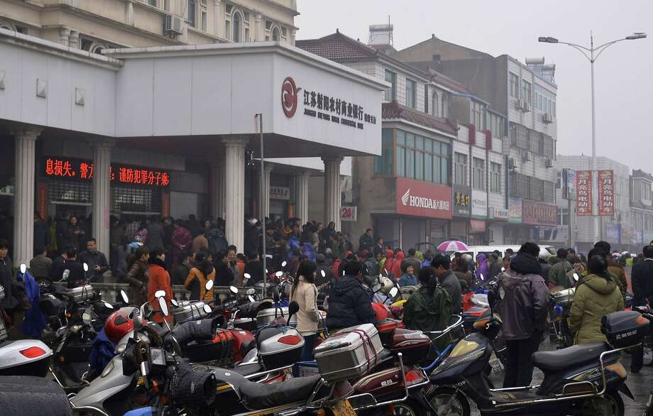Hundreds of customers withdrew their money from Jiangsu Sheyang Rural Commercial Bank in China in March after rumors spread about its solvency. Photo: China Stringer Network, Reuters