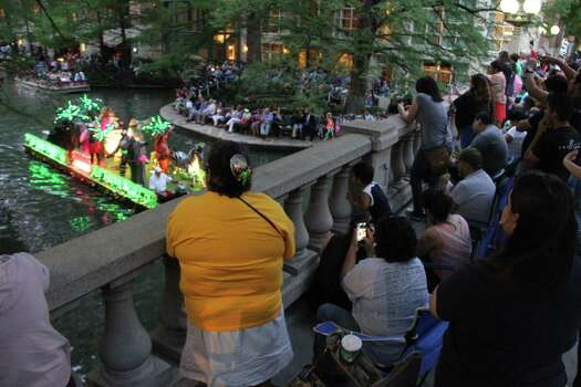 San Antonio lined the River Walk for the Texas Cavalier River Parade on Monday. Photo: Jacob Beltran, For MySA.com