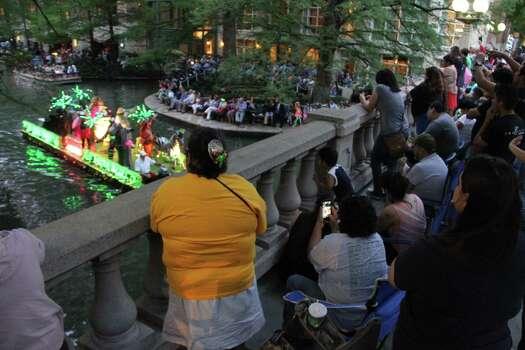 San Antonio lined the River Walk for the Texas Cavalier River Parade on Monday. Photo: Jacob Beltran, For MySA.com