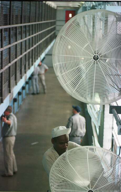 Wall-mounted fans blow a steady breeze in one section of the Wynne unit, 1998. Photo: Ben Desoto, Houston Chronicle / houston chronicle