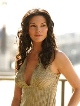 "Alana de la Garza, best known for her roles on ""All My Children"" and ""Law & Order"" attended the University of Texas, but is originally from Columbus, Ohio."