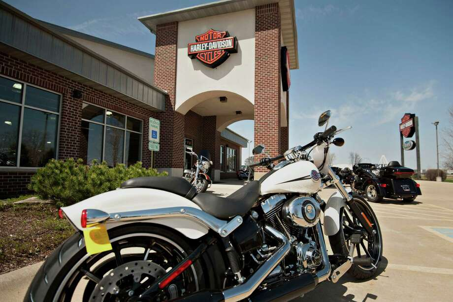 Motorcycles are on display outside Starved Rock Harley-Davidson in Ottawa, Ill. Photo: Daniel Acker / © 2014 Bloomberg Finance LP