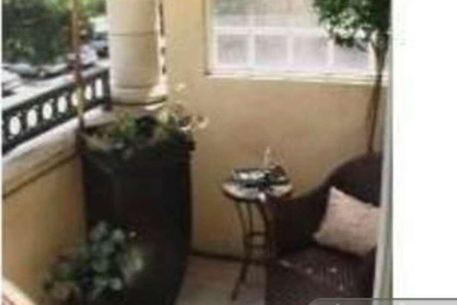 Porch nook. Photos via Apartment List.com