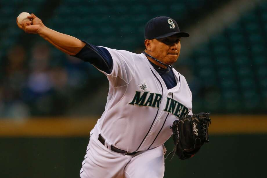 Starting pitcher Erasmo Ramirez #50 of the Mariners pitches. Photo: Otto Greule Jr, Getty Images