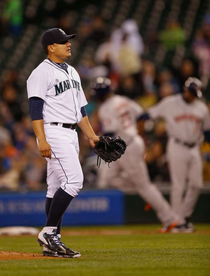 Starting pitcher Erasmo Ramirez #50 of the Mariners waits for a new ball after giving up a home run to Chris Carter. Photo: Otto Greule Jr, Getty Images