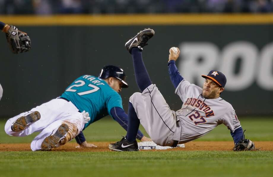 Corey Hart #27 of the Mariners is safe at second on a fielder's choice against  Astros. Photo: Otto Greule Jr, Getty Images