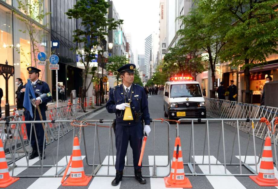 "Police officers close the road connecting to the ""Sukiyabashi Jiro"" sushi restaurant at Ginza shopping district in Tokyo on April 23, 2014, hours before US President Barack Obama's visit. Photo: TOSHIFUMI KITAMURA, AFP/Getty Images"