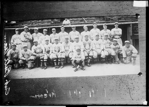 Photograph of the National League's Chicago Cubs baseball team posing in front of the dugout at Wrigley Field, Chicago, Illinois, 1918. (Photo by Chicago History Museum/Getty Images) Photo: Chicago History Museum, Getty Images