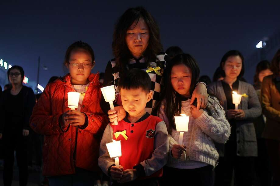 ANSAN, SOUTH KOREA - APRIL 23:  Students and citizens hold candles as they pray for the safe return of missing passengers who were travelling aboard south Korean ferry the Sewol, which sank off the coast of Jindo Island, on April 23, 2014 in Ansan, South Korea. The confirmed death toll is reported to have risen to 150, with more than 150 people still missing.  (Photo by Chung Sung-Jun/Getty Images) *** BESTPIX *** Photo: Chung Sung-Jun, Getty Images