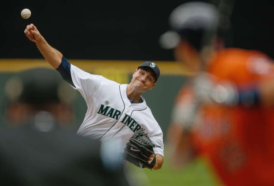 Mariners starting pitcher Chris Young works in the first inning. Photo: Otto Greule Jr, Getty Images