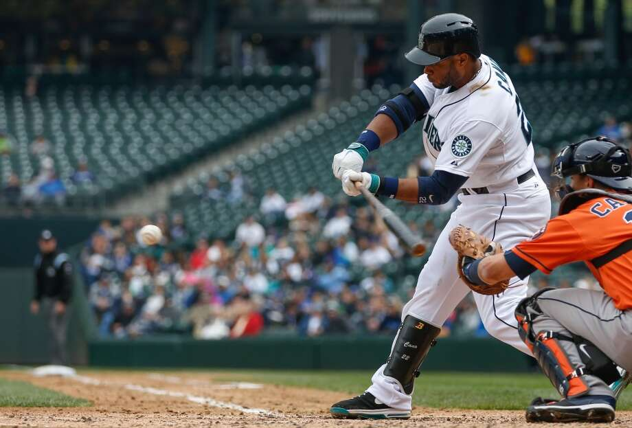 Robinson Cano singles in the fourth inning. Photo: Otto Greule Jr, Getty Images