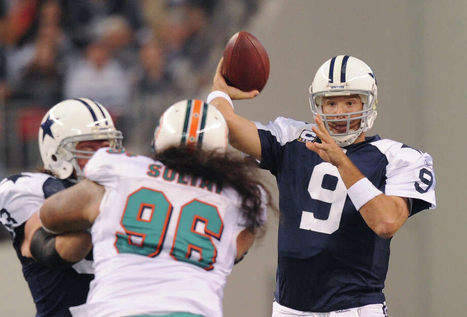 Dallas quarterback Tony Romo throws a screen pass against the Miami Dolphins. The Dallas Cowboys will open the 2014 season against the San Francisco 49ers. San Antonio Express-News file photo Photo: BILLY CALZADA, STAFF / gcalzada@express-news.net