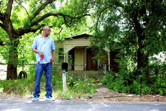 Settegast resident Drexel Motley has mixed feelings about razing vacant houses like this one on Boy Street. ( Johnny Hanson / Houston Chronicle )