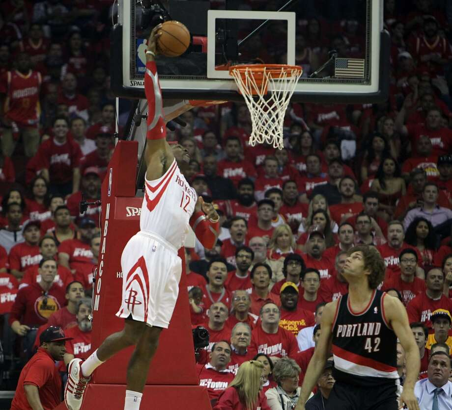 Rockets center Dwight Howard  left, makes a basket. Photo: James Nielsen, Houston Chronicle
