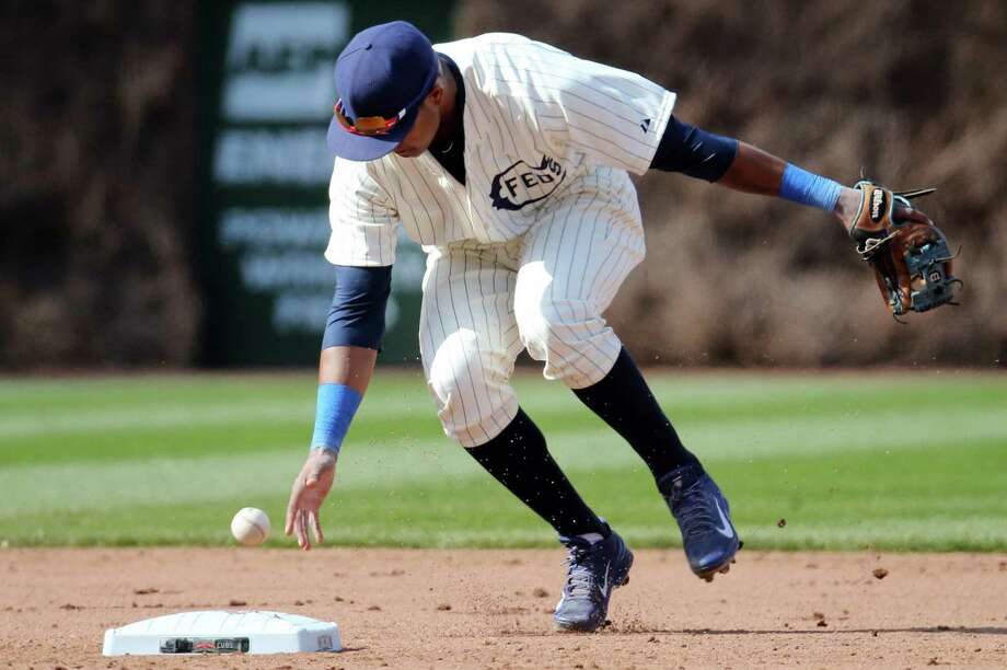 Shortstop Starlin Castro fumbles a grounder in the Cubs' disastrous ninth inning at Wrigley Field. Photo: Brian Cassella / McClatchy-Tribune News Service / Chicago Tribune