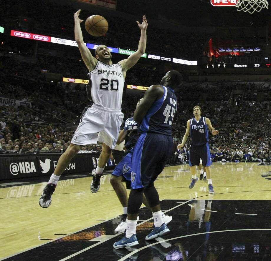 The Spurs' Manu Ginobili (20), losing control of the ball against ex-teammate DeJuan Blair, had a team-high 27 points. Photo: Kin Man Hui / San Antonio Express-News / ©2014 San Antonio Express-News