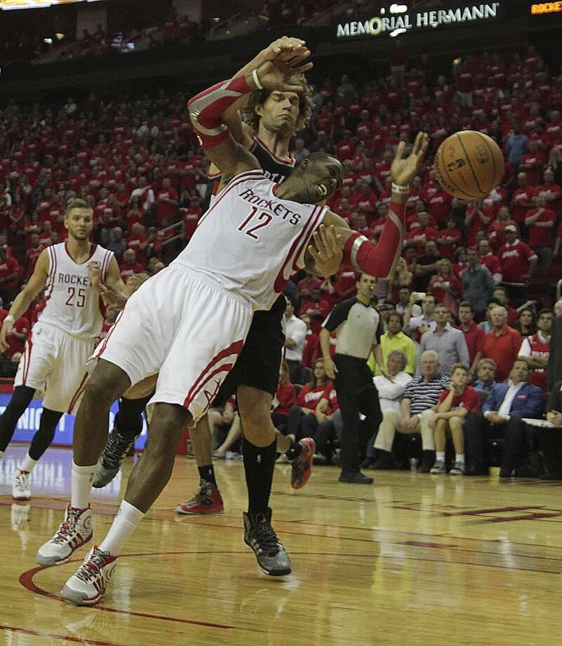 Trail Blazers center Robin Lopez fouls Rockets center Dwight Howard. Photo: James Nielsen, Houston Chronicle